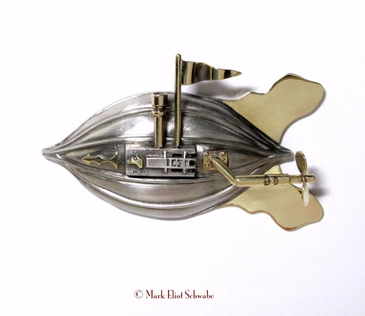 Tion 807_Airship_brooch1©